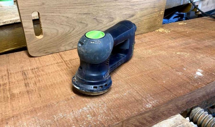 This is what the Festool RO 90 DX FEQ-Plus looks like without the rubber protector around the sanding pad