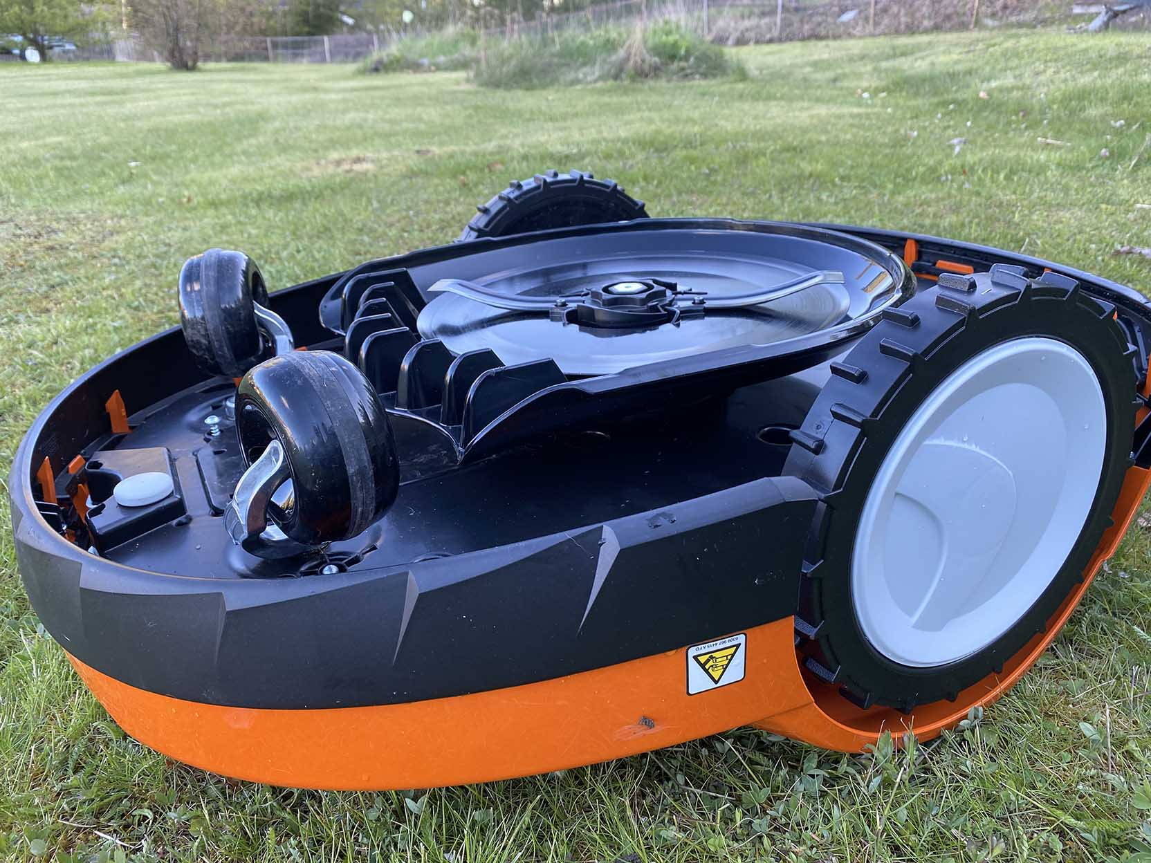 The underside of the Stihl RMI 632 PC robotic lawn mower consists four wheels and a blade deck with fixed blades