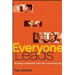 Everyone Leads: Building Leadership from the Community Up (Bog, Hardback)